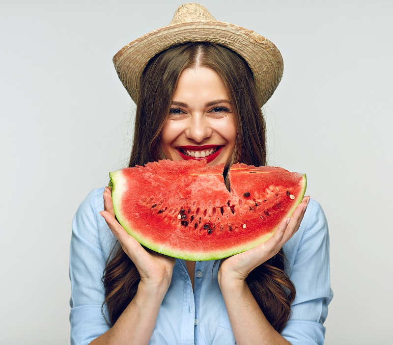 Wassermelonen sorgen für sommerliche Erfrischung und passen sowohl zu süßen als auch herzhaften Gerichten.